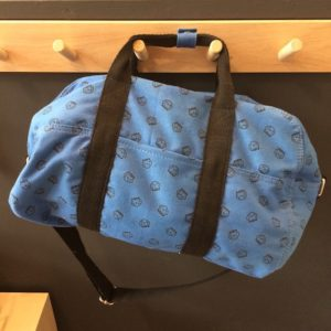 sac-bowling-sport-weekend-bleu-indigo-poches-cote-rose-in-april-lesptitsbobos