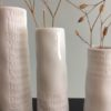 vase-mini-trio-detail-room-poetry-ceramique-blanche-rader-mat-brillant-ecritures-raffinement-lesptitsbobos